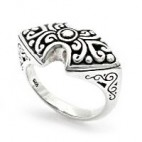 Beautiful Ring with Bow Shaped Face