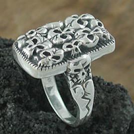 Hard Rock Skull Ring